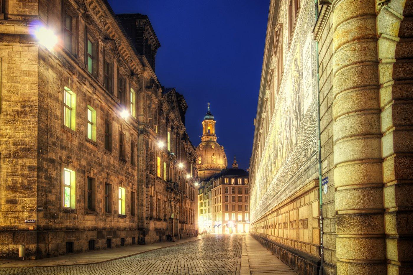 Dresdens goldene Altstadt-Gassen und die Frauenkirche