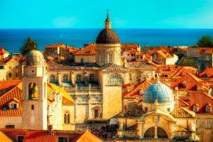Dubrovnik, Kroatië toont de torens van de Dubrovnikse kathedraal en Chruch van St. Blaise.