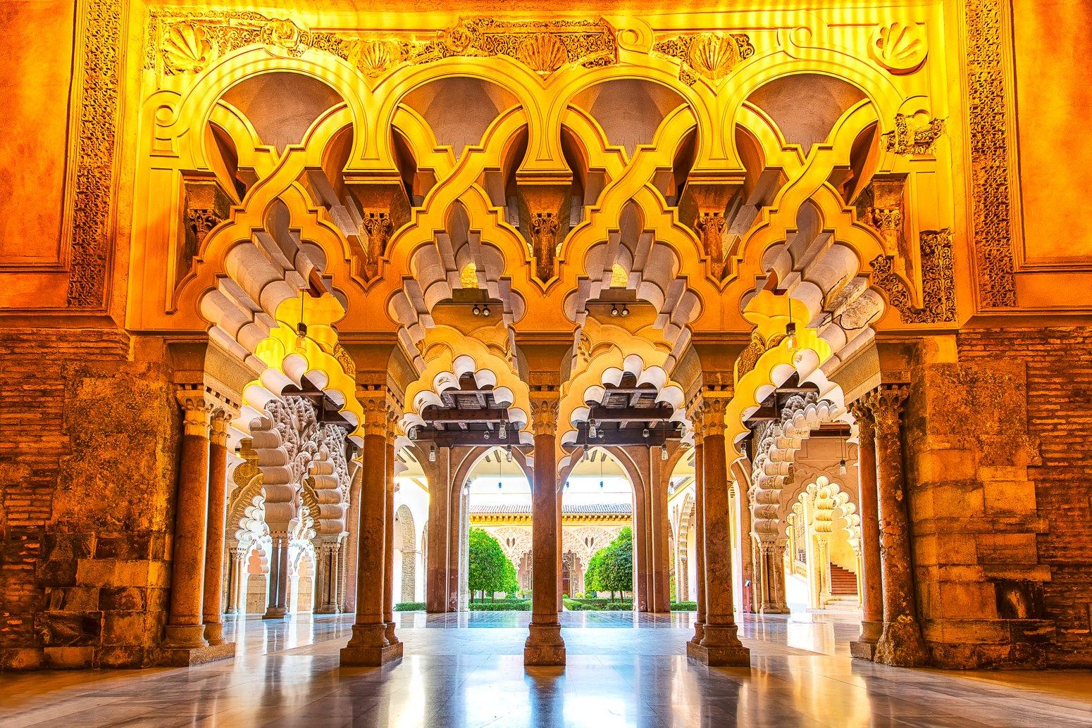 Aljaferia Stadtpalast in Saragossa, Spanien mit einzigartiger Architektur und Baustilen