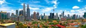 Skyline van Kuala Lumpur met Kampung Baru, Maleisië op een zonnige dag