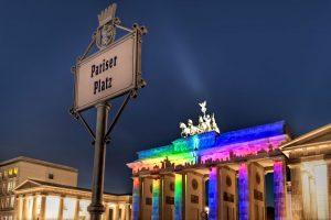 Skyline auf dem Brandenburger Tor in Berlin beim Festival of Lights