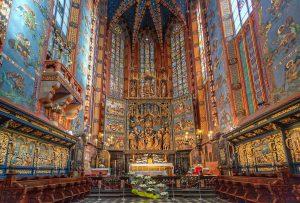 Hochaltar von Veit Stoß in der Krakauer Marienkirche. HDR Foto aus der Kathedrale.