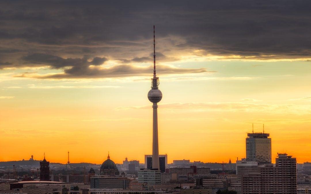 Focus: de TV-toren van Berlijn vanaf Storkower Street | Berlijn, Duitsland