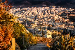 Panoramablick auf Athen in Griechenland, der wie eine antike griechische Stadt aussieht.