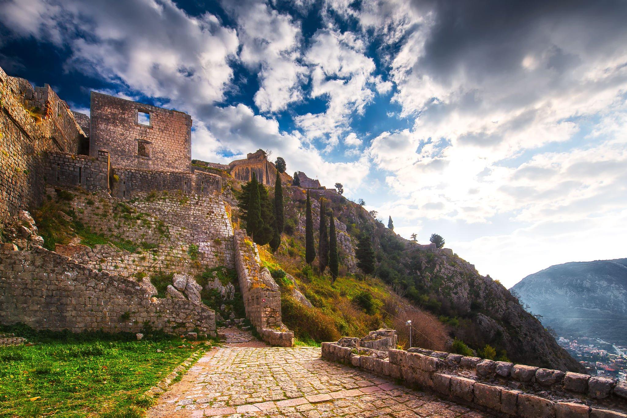Foto der Festung von Kotor in Montenegro, vom Johanneshügel aus fotografiert.