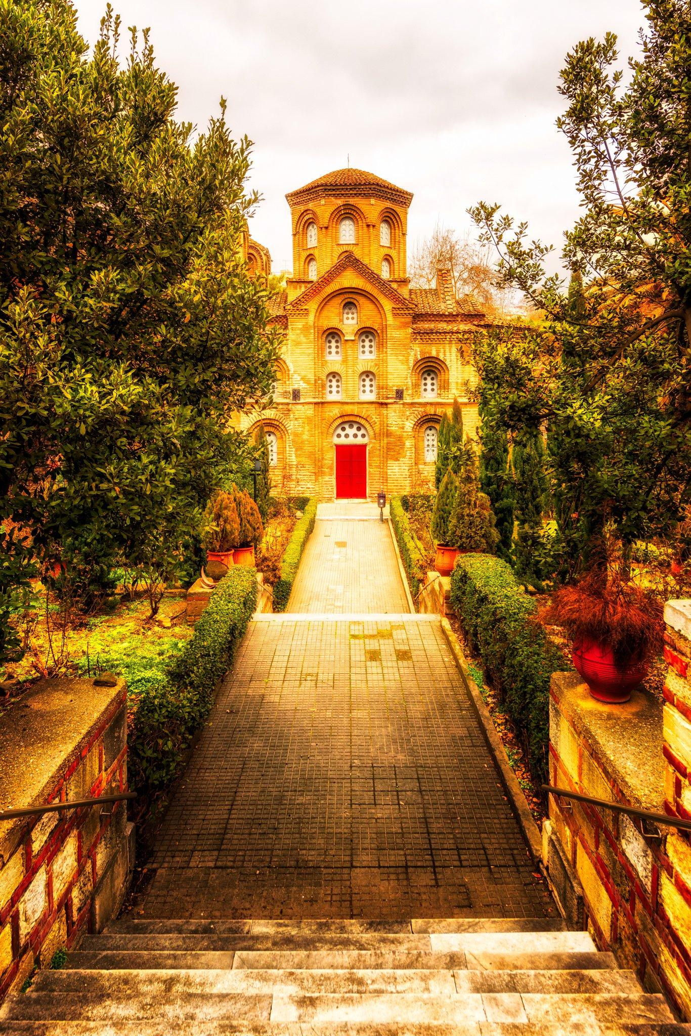 Die Panagia Chalkeon Kirche in Thessaloniki, Griechenland, bei Tag fotografiert.