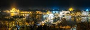 De Donau in een panoramisch uitzicht op Boedapest, gevangen in een mistige herfstnacht.