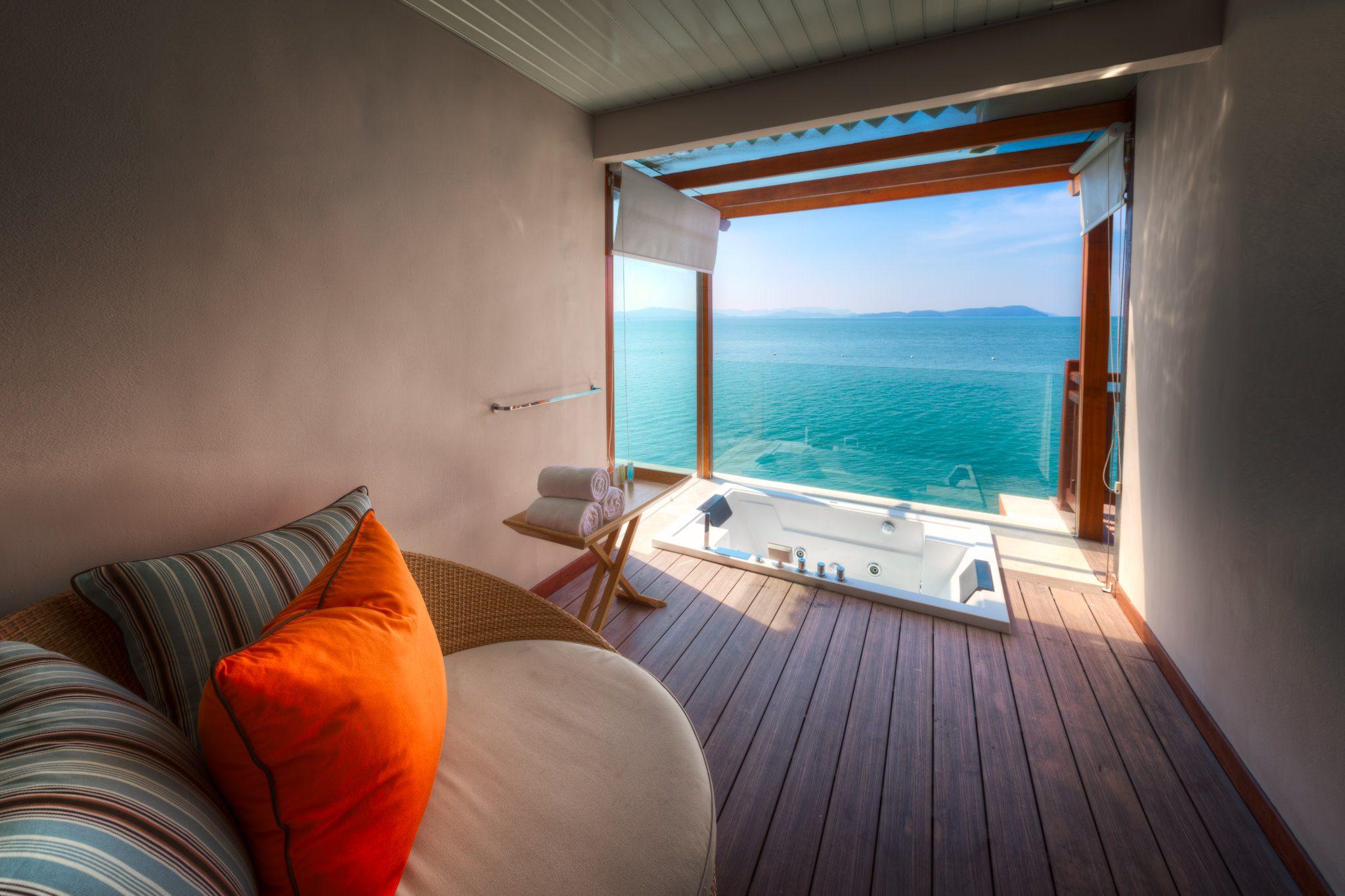 Berjaya Resort auf Langkawi, Malaysia - Badezimmer mit Aussicht.
