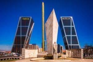 """""""Puerta de Europa"""" - die """"Tore nach Europa"""", moderne Architektur in Madrid, Spanien."""