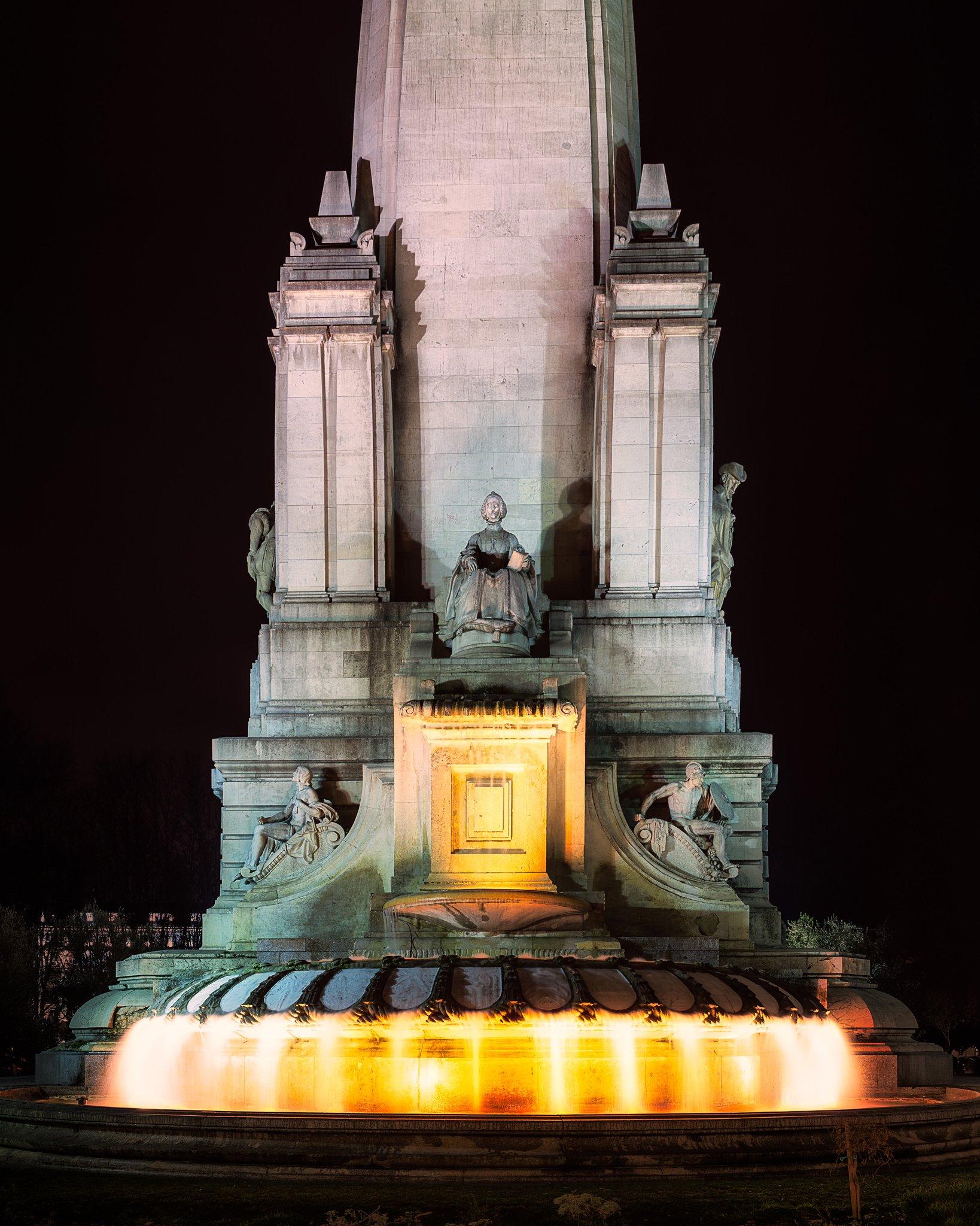 Pomnik Literatury Hiszpańskiej na Plaza de España | Madryt, Hiszpania