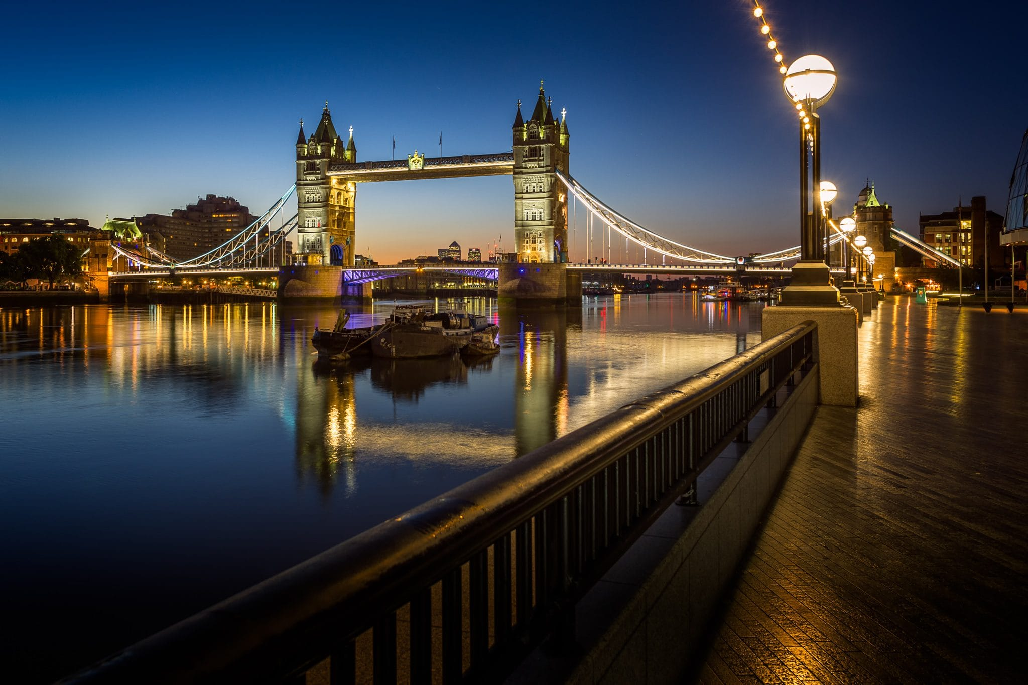 London Tower Bridge bei Sonnenaufgang, England.