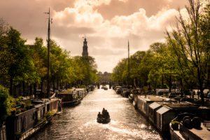 De Amsterdamse woonboten in het centrum, Nederland.