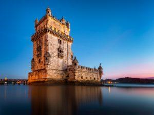 Turm von Belém in Lissabon an einem Abend, Portugal.