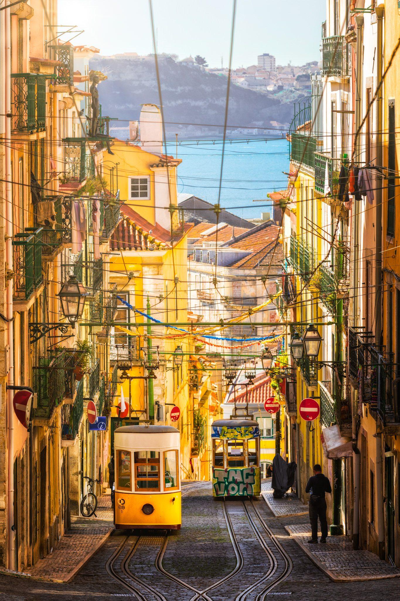 Die Bica-Standseilbahn in Lissabon an einem sonnigen Tag, Portugal.