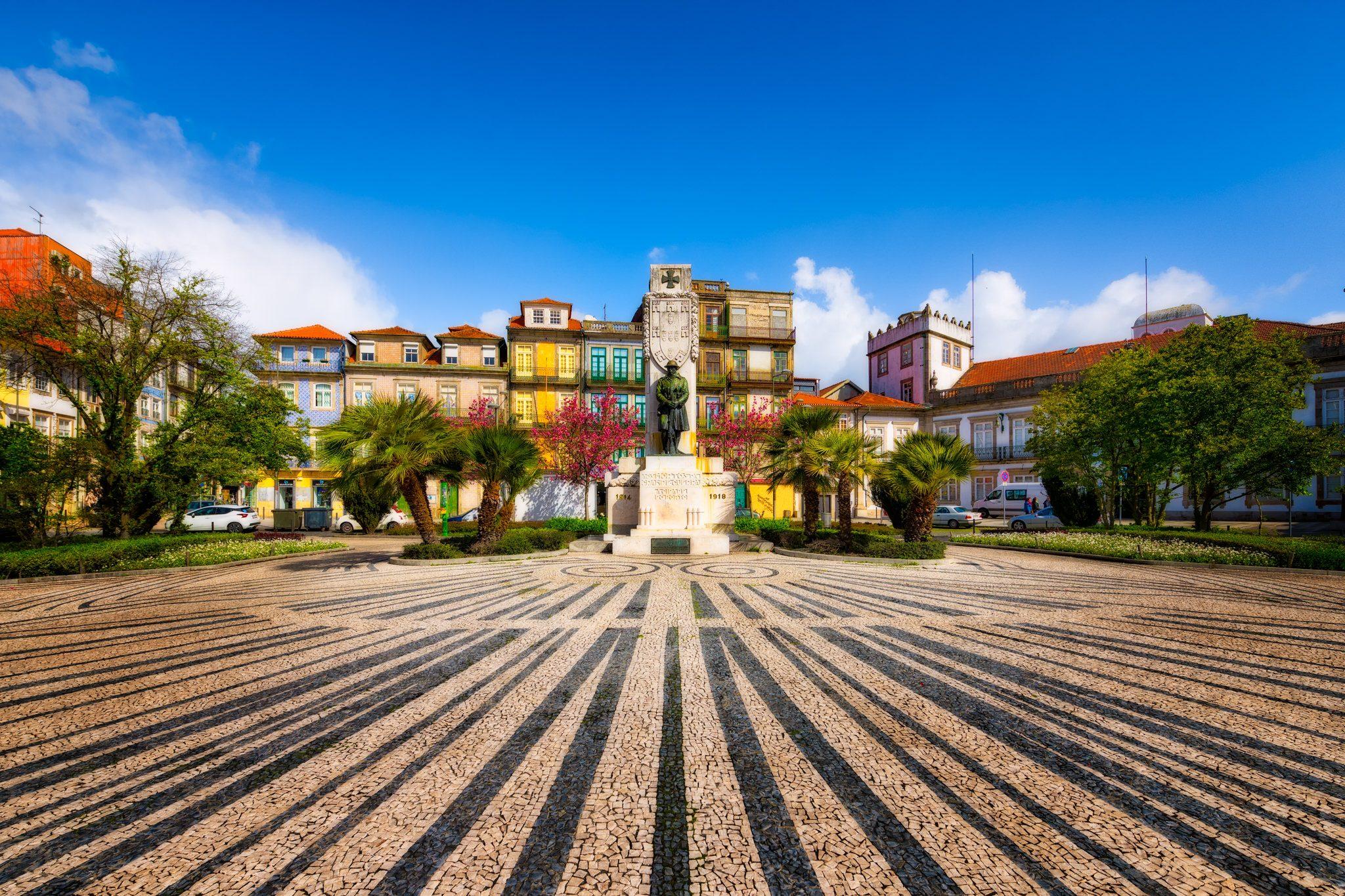 Porto Praça de Carlos Alberto an einem sonnigen Tag, Portugal.