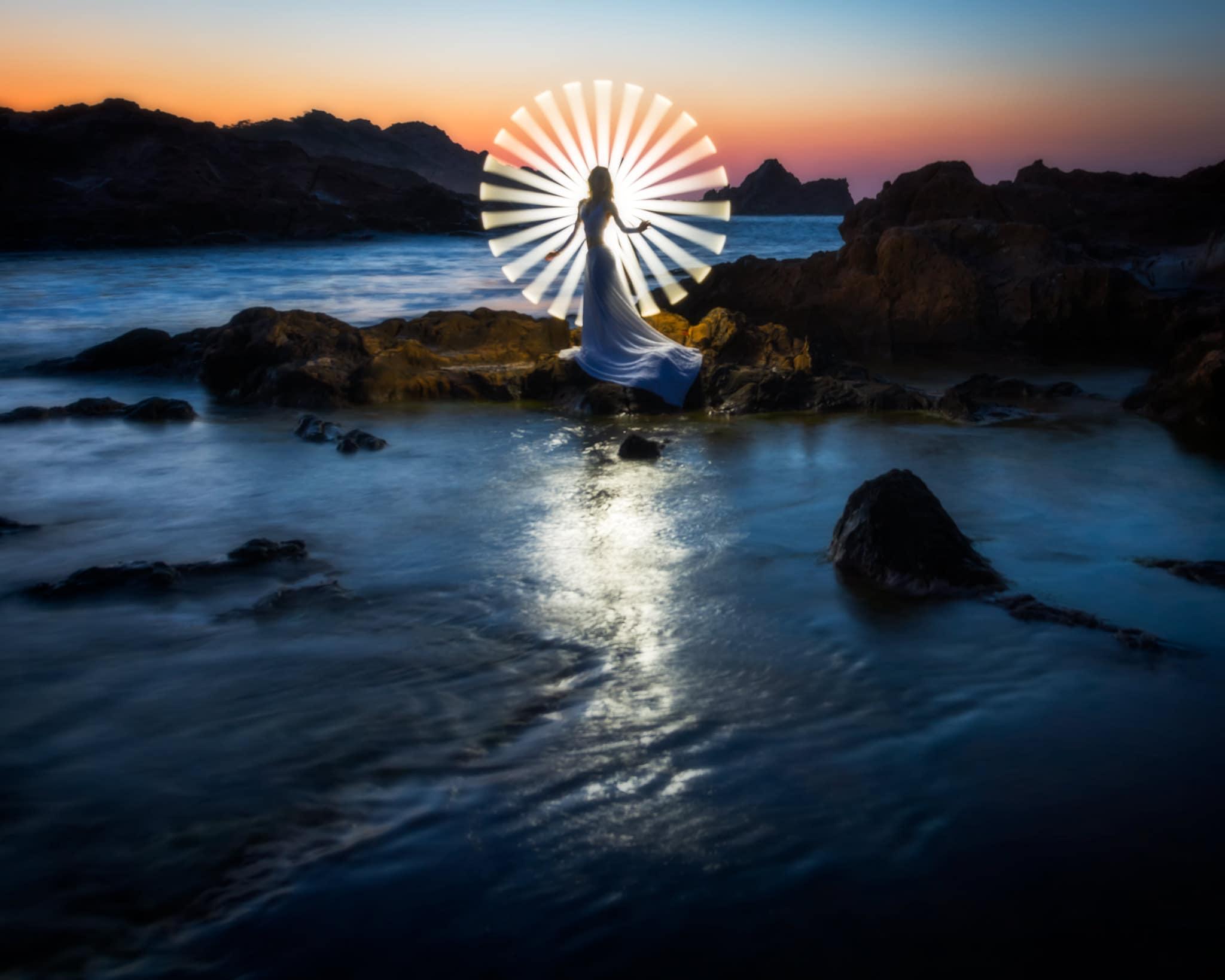 Leuchtstoffröhren-Lichtmalerei auf Menorca, Spanien.