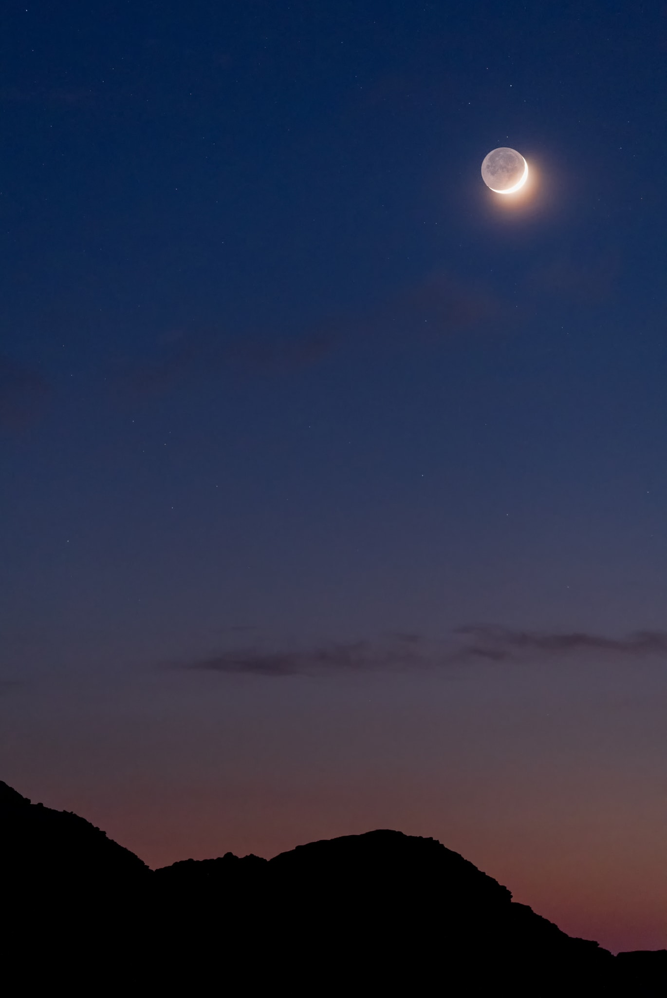 Earthshine – reflecting light from the Earth onto the moon. As seen from Spain.