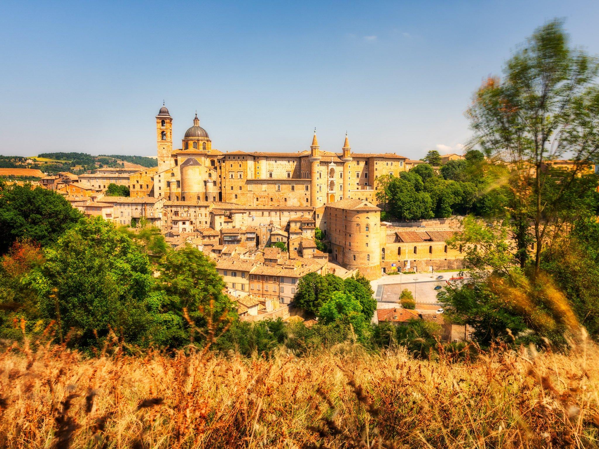 Foto von Urbino, einer mittelalterlichen Stadt in Italien.