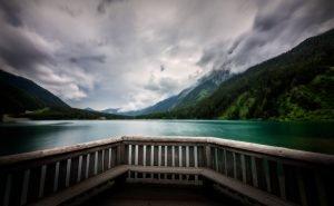 Zuid-Tirol, Antholzmeer in de Dolomieten in Italië in de zomer
