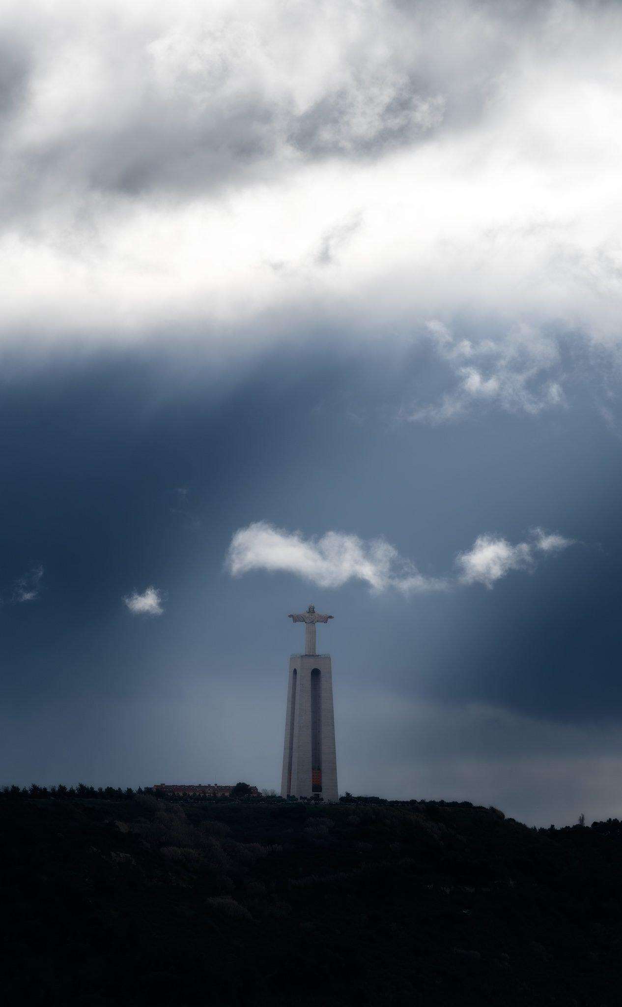 Cristo Rei (Statue von Jesus Christus dem König) in Almada gegenüber von Lissabon, Portugal.