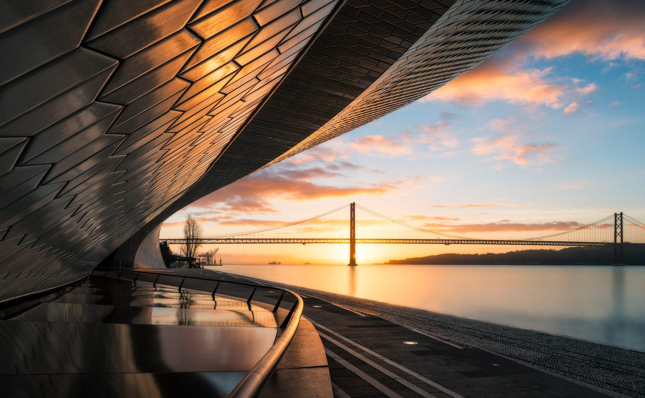 Museum für Kunst, Architektur und Technologie (MAAT) in Lissabon bei Sonnenaufgang