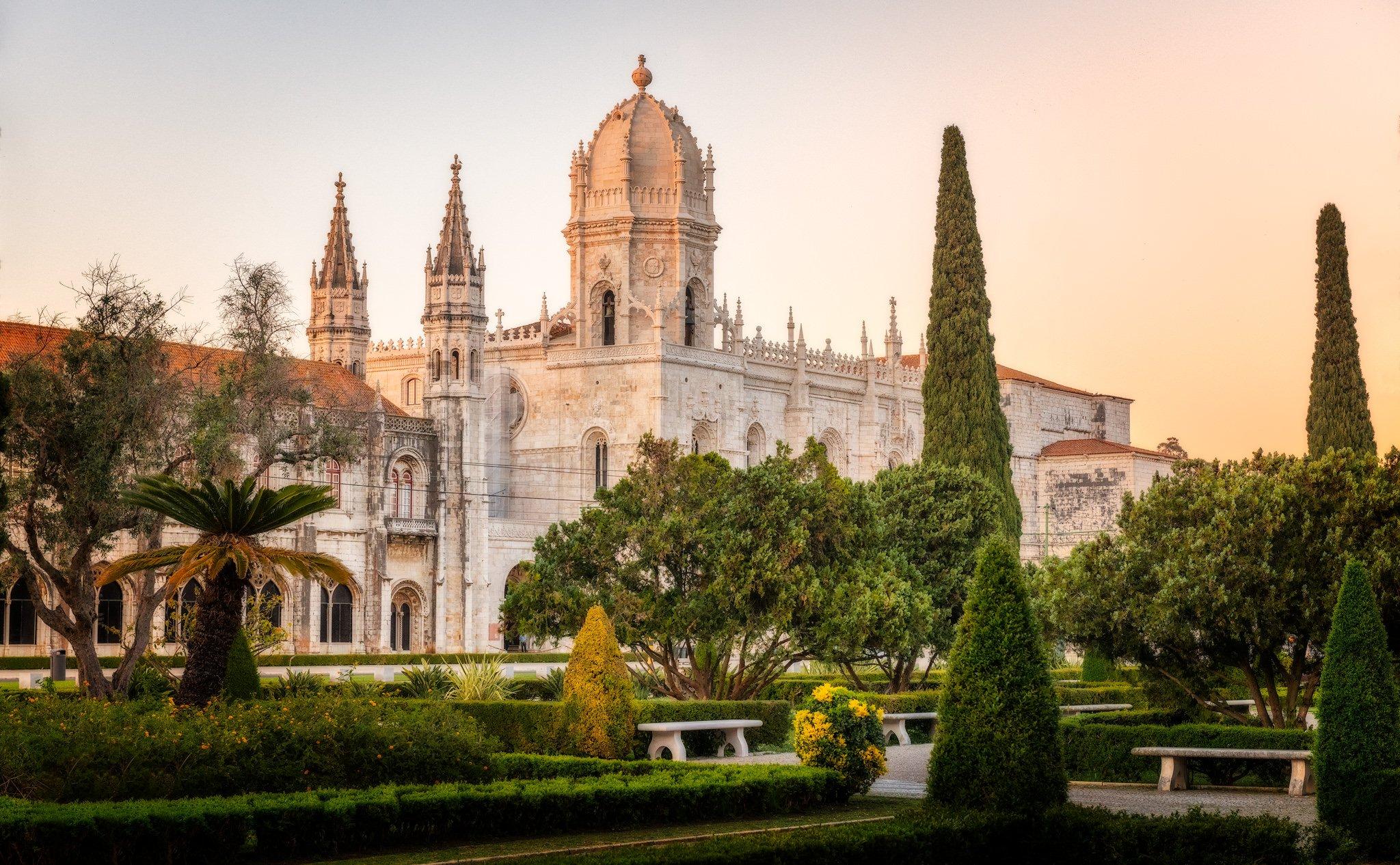 Jerónimos Kloster und der Garten in Lissabon; Portugal