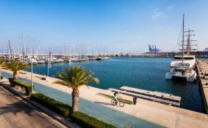Valencia Marina oder, wie offiziell bekannt, Juan Carlos 1 Marina; Spanien.