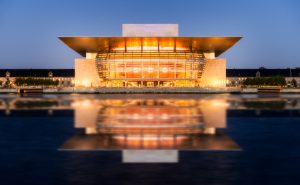 Kopenhagen Opera House voor het kasteel van Amalienborg - Denemarken.