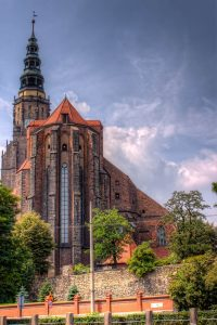 Swidnica does not only offer the Church of Peace which is part of the UNESCO World Heritage but also another quite impressive Cathedral. This is the Curch of Saints Stanislav and Vaclav (Katedra św. Stanisława i św. Wacława w Świdnicy). It was built in 14th century and the 103m high tower is the biggest in Silesia, Poland